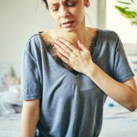Shortness of breath and pain in the chest when breathing: what to do?